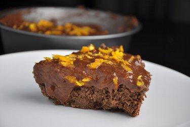 Čokoládovo-pomerančový dort z cizrny