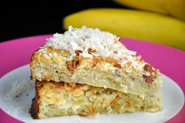 Kokosovo-banánový koláč bez cukru a mouky