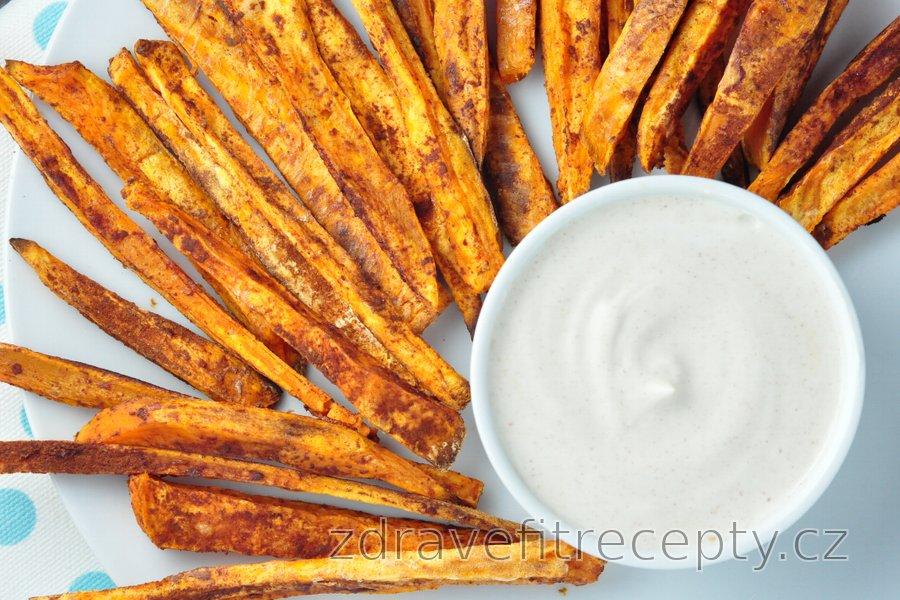 Skořicové hranolky ze sladkých brambor a s vanilkovým krémem