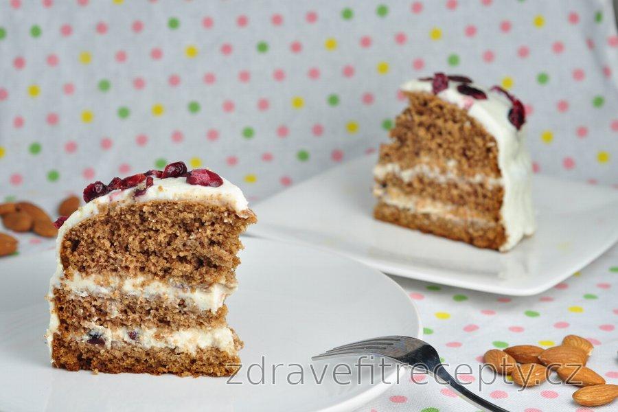 Skořicový dort s medovo–ricottovou polevou