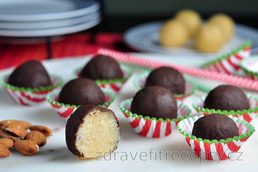 Zdravé marcipánové kuličky v čokoládě