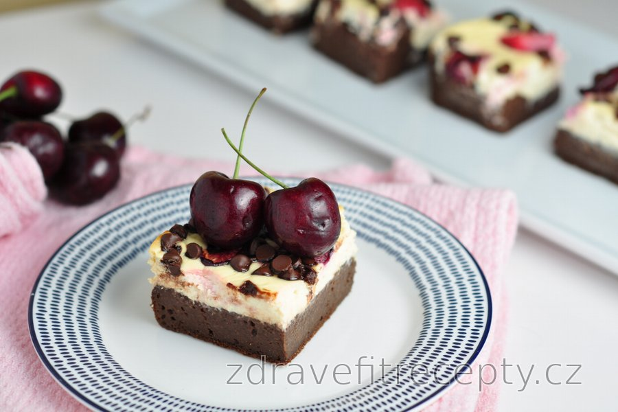 Brownie cheesecake s třešněmi