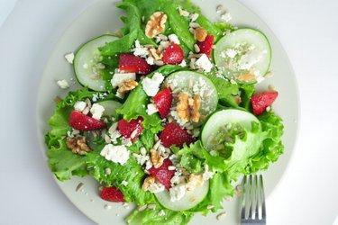 Jahodový salát s gorgonzolou