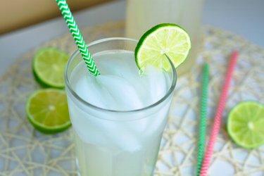 Osvěžující limetkovo-zázvorová limonáda