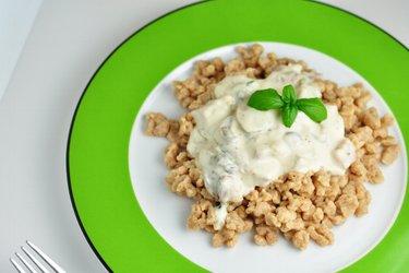 Pohankové halušky s jogurtovo–žampiónovou omáčkou
