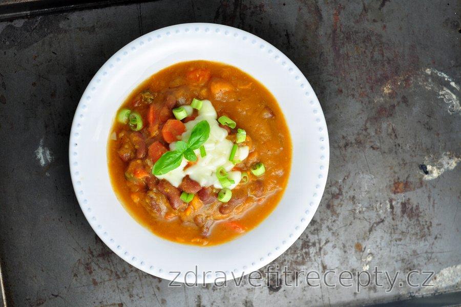 Hustá fazolová polévka se sladkými bramborami