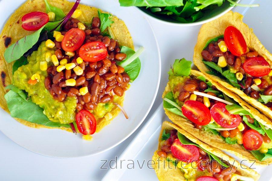 Kukuřičné tortilly plněné avokádem a fazolemi