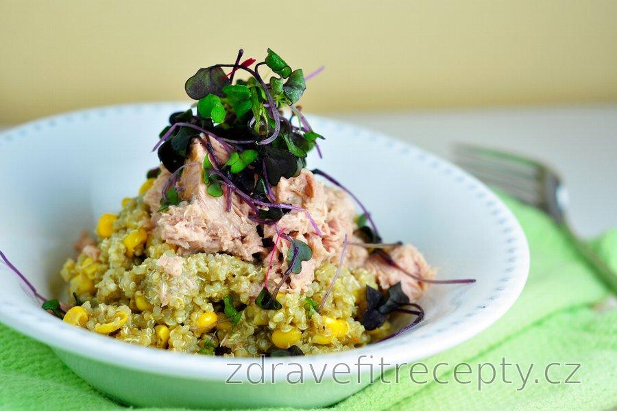Quinoa s bazalkovým pestem a tuňákem