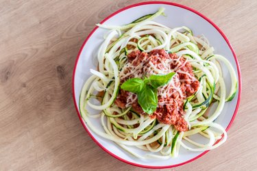 """Fit cuketové """"špagety"""" s tuňákovou omáčkou"""