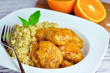 Kuřecí prsa v pomerančové omáčce s quinoou
