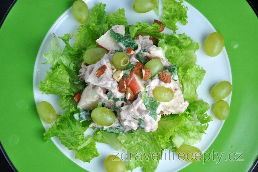 Tuňákový zeleninovo-ovocný salát