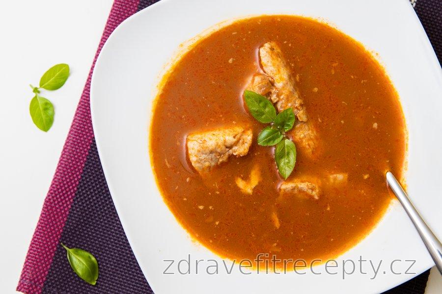 Fit halászlé - rybí polévka ze sumečka