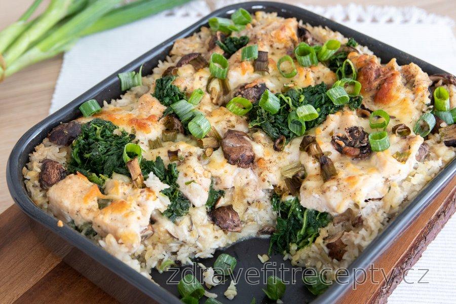 Zapečené kuřecí maso se špenátem, rýží a sýrem